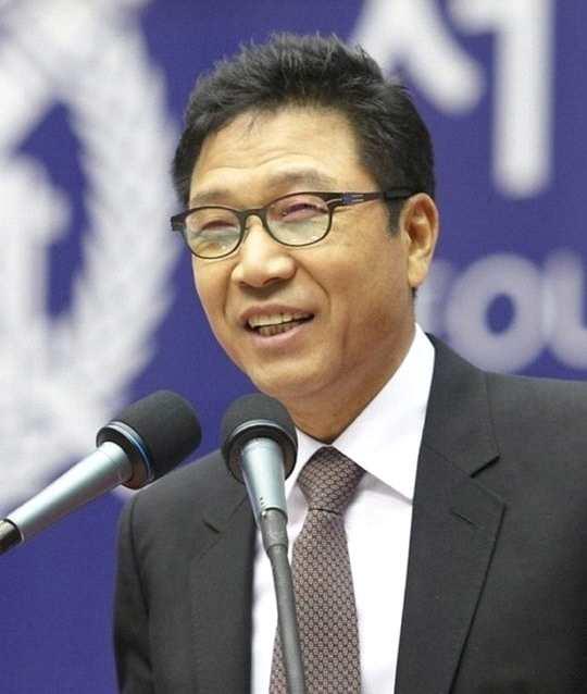 资讯生活曝SM每年支付李秀满个人公司6千万 被指有违公正